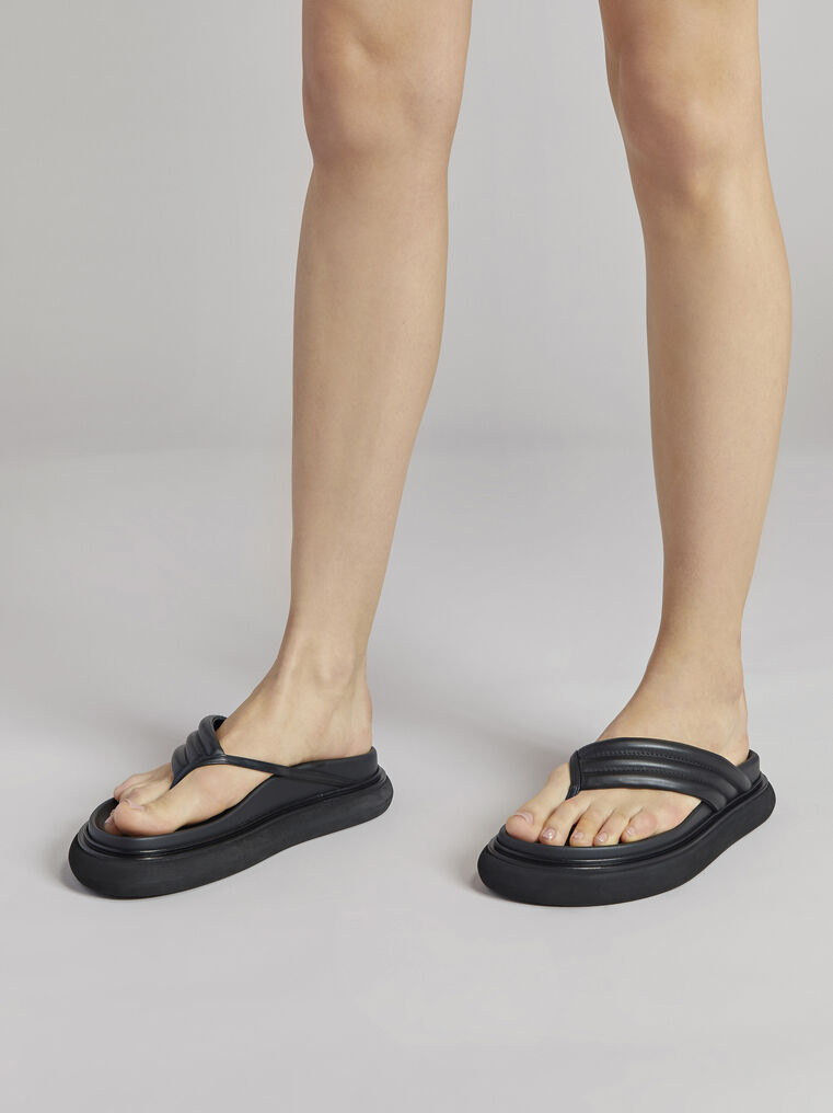 "THE ATTICO Black ""Alton"" flat thong 1"